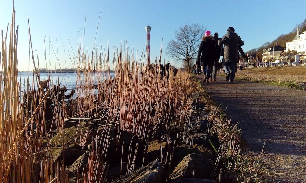 Blankeneser Leuchtturm Spaziergang Elbe