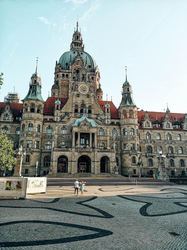 Frontansicht des neuen Rathaus