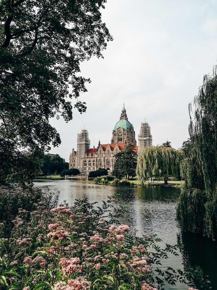 Blick auf das Neue Rathaus vom Maschpark