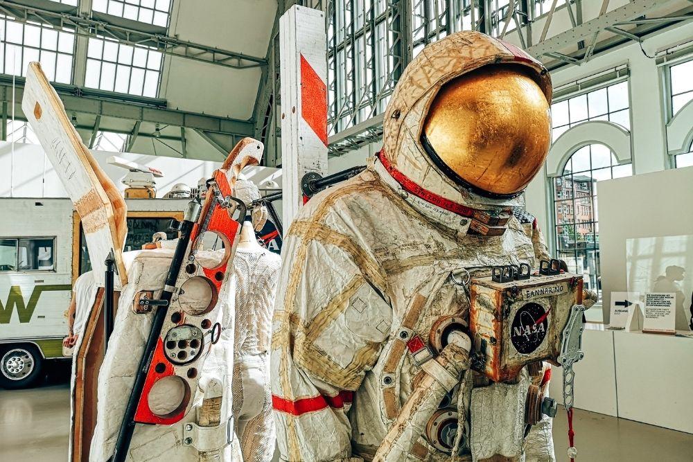 Ausstellung Space Program Rare Earths Tom Sachs